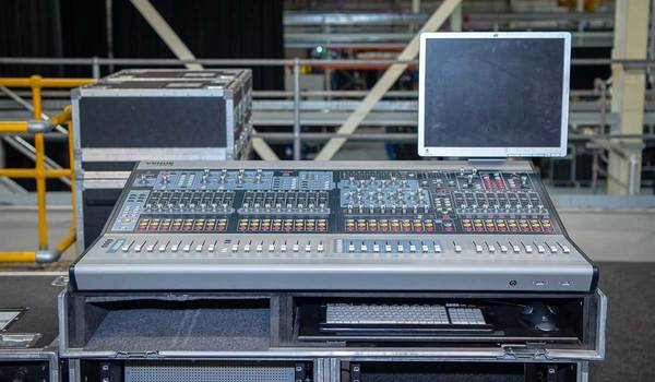 Buy Ex Hire AVID VENUE Profile System UK